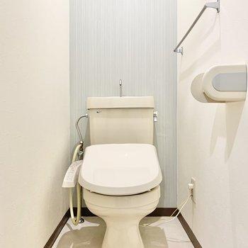温水洗浄付きのトイレは個室でご用意。
