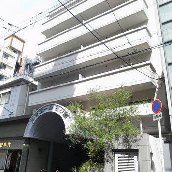 レトロな雰囲気漂うマンション。1階には本場・台湾のタピオカ専門店が入っています!