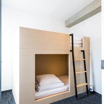 シンプルな2段ベッド。