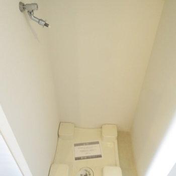 洗濯機置き場は玄関横に