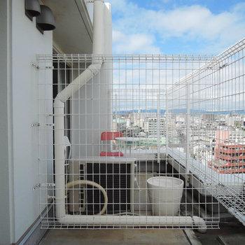 上階のバルコニー。ここでボーッとしてもいいですね!