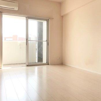 お気に入りのダイニングテーブルを置きたいな(※写真は4階の同間取り別部屋、清掃前のものです)