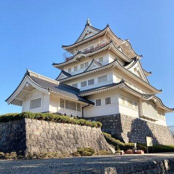 お部屋すぐ裏にお城があります。迫力がありますね。