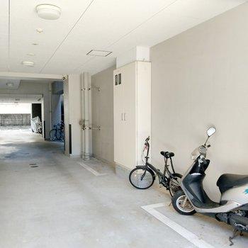 1階のサイドにも駐輪スペース。