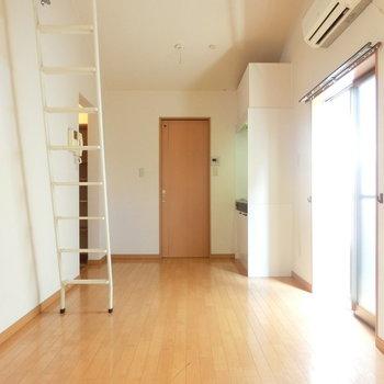 ロフト下側から。キッチン側にはダイニングスペースにしたいですね。※写真は前回募集時のものです