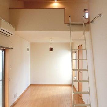ロフトの下の空間にも窓があります。ベッドスペースによさそう。※写真は前回募集時のものです