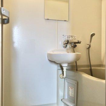 2点ユニットなので、お掃除はまとめて。※写真は3階の反転間取り別部屋のものです
