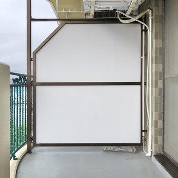 バルコニーはゆったりスペースです。※写真は3階の反転間取り別部屋のものです