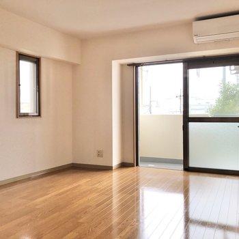 暖かみのある空間です。※写真は3階の反転間取り別部屋のものです