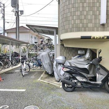 駐輪場やバイク置き場もあります。
