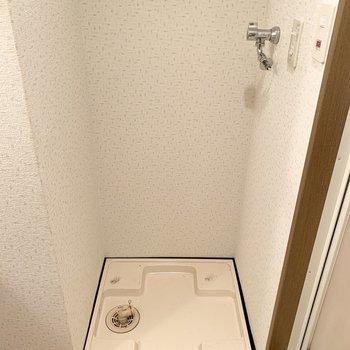 脱衣所に洗濯パン。(※写真は4階の同間取り別部屋のものです)