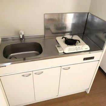 1口コンロのコンパクトキッチンです◎(※写真は4階の同間取り別部屋のものです)