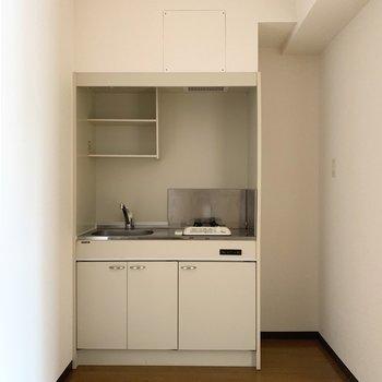 右隣に冷蔵庫スペース。(※写真は4階の同間取り別部屋のものです)