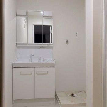 洗面台も洗濯パンもきれいで気持ちいいです。