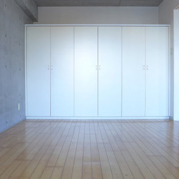 洋室にある白いボックス。なんか可愛い。(※写真は7階の同間取り別部屋のものです)