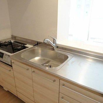 作業スペース広々でお料理しやすいカウンターキッチン♬(※写真は3階の同間取り別部屋、清掃前のものです)