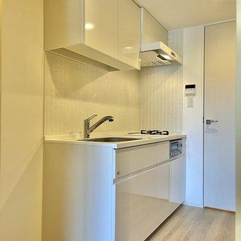 【LDK】白で統一されたキッチン。