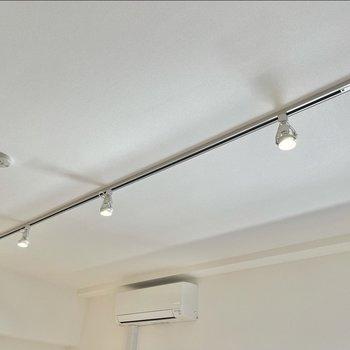 【LDK】照明は自由度の高いライティングレール。