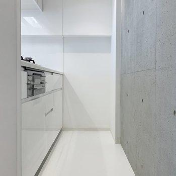キッチンの壁はコンクリート打ちっ放しです。