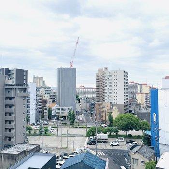 9階なので遠くまで見渡せる眺望です。