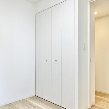【洋室】※写真は8階の同間取り別部屋のものです