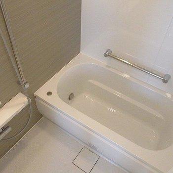 浴槽は十分の大きさです。※写真は前回募集時のものです