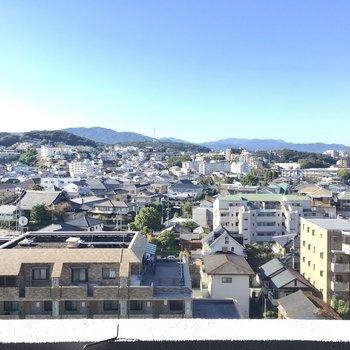 眺望はこの景色!バルコニーでコーヒーを片手にしっぽりタイム。(※写真は11階の別部屋からのものです)