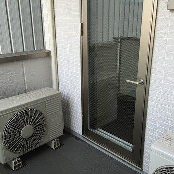 室外機が2台ある為狭く感じますが部屋の温度は快適です。(※写真は4階同間取り別部屋のものです)