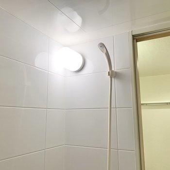 シャワーは高い位置まで伸ばせますよ。