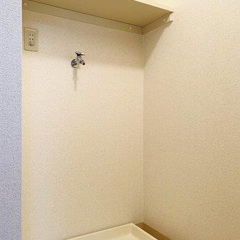 キッチンの正面には洗濯機置き場。(※写真は3階の同間取り別部屋のものです)