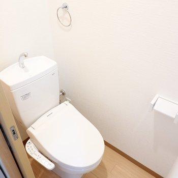 トイレは嬉しいウォシュレット付きです◎