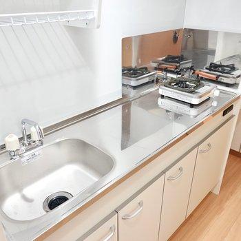 コンロは1口の物が備え付け。調理スペースも広めです。