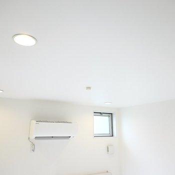 照明はダウンライト。シーリングソケットもあるのでペンダントライトも付けられます◎(※写真は2階の同間取り別部屋のものです)