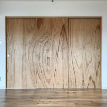 この扉を開けると……