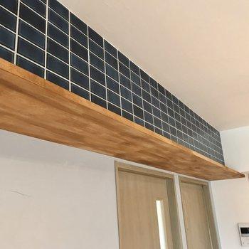 上の棚からグリーンを垂らしても素敵◯