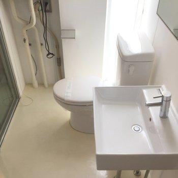 洗面台の四角がかっこいい ※写真は3階の同間取り別部屋のものです