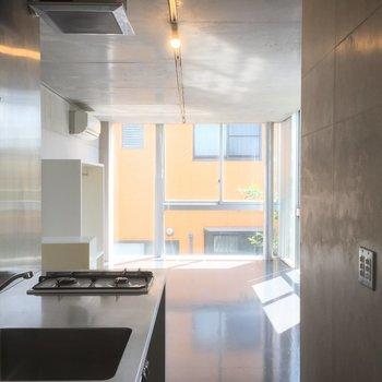 キッチンからの眺め ※写真は3階の同間取り別部屋のものです