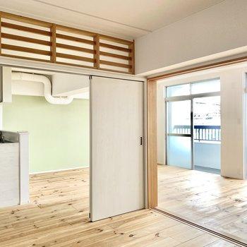 洋室の戸は開けておいて、開放的に使うのもおすすめです。