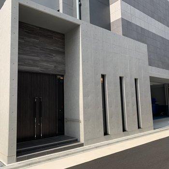 入口は箱型のこの部分。