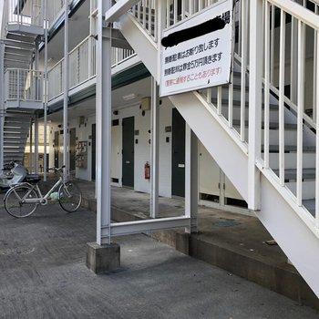 駐車場とバイク置き場も。