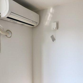 室内にワイヤー付きの物干しもあるので、雨の日はこちらを活用するとよさそう。