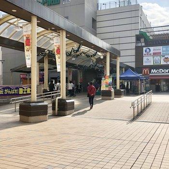小田急線と京王線が通っています。