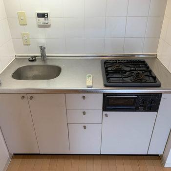 【LDK】二口ガスキッチンです※写真は5階の同間取り別部屋のものです