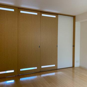 リビングと洋室はスライドドアで仕切れます※写真は5階の同間取り別部屋のものです