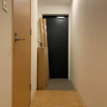 廊下へ。※写真は5階の同間取り別部屋のものです