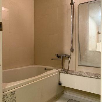 浴室乾燥付きのお風呂です※写真は5階の同間取り別部屋のものです