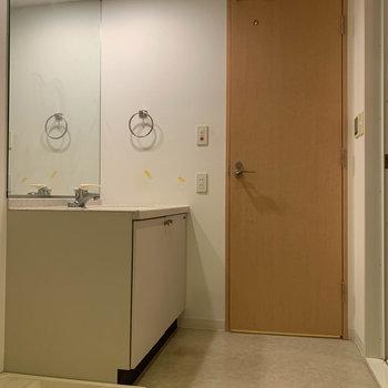 脱衣所へ※写真は5階の同間取り別部屋のものです