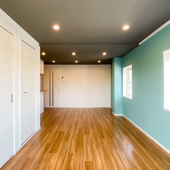 家具をゆったりと配置して、広さを堪能しながら暮らせそう!