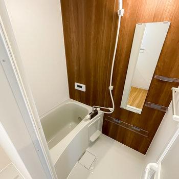 木目調のお風呂ももちろんピカピカ。しかも、追い焚き・浴室乾燥機付き◎