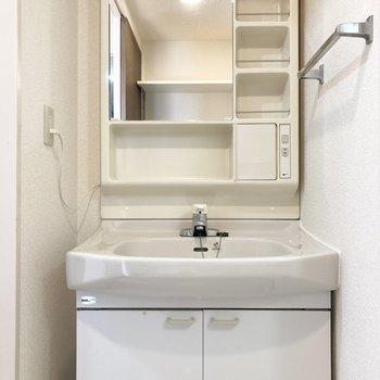 独立洗面台があるので身支度もしやすいです。